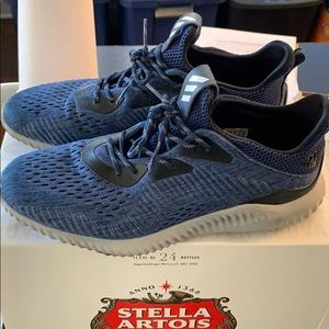 Men's adidas alpha bounce 10.5 barely worn.